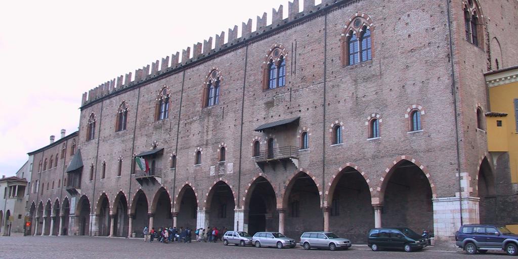 Mantova Outlet Village - Palazzo Ducale - Mantova